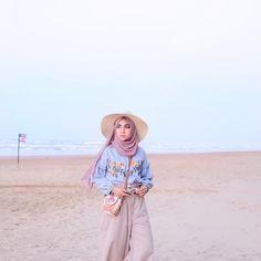 36 Trendy Fashion Summer Beach Outfit Ideas The Dress Muslim Fashion, Modest Fashion, Trendy Fashion, Boho Fashion, Fashion Outfits, Dress Fashion, Travel Fashion, Womens Fashion, Casual Hijab Outfit