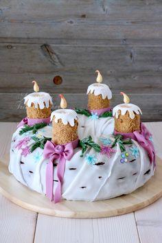 Advent season with wreath cake - Monika Triebenbacher - sweet craft - Christmas time with wreath cake Christmas time with wreath cake, wreath cake, Christmas wreath cake - Christmas Themed Cake, Christmas Sweets, Christmas Cookies, Christmas Time, Winter Desserts, Fun Desserts, Weird Food, Dessert Bread, Cake Tins