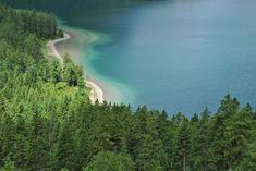 Mit ungefähr 3 km² Fläche ist der Plansee der zweitgrößte natürliche See Tirols.  Foto von @annedrotleff Beach Images, Beach Pictures, Free Images, River, Outdoor, Pictures, Communities Unit, Alps, Things To Do