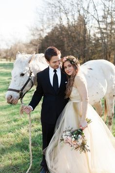 Engagement with horses | Jessica Sparks Photography | see more on: http://burnettsboards.com/2015/07/southern-fairytale-engagement-session/