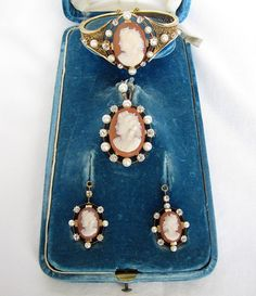 Fine Victorian 18K Gold Cameo Agate Diamond and Pearl Set