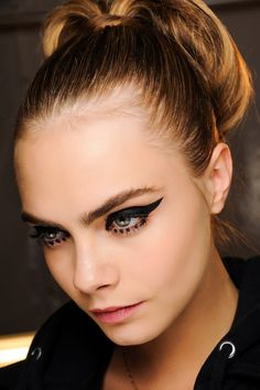 Create this flirty flick with gel eyeliner