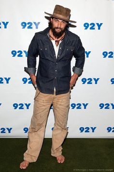 to dream 🍂 to live a fabricated 🍁 literally a wooden life. Old Man Fashion, Boho Fashion, Mens Fashion, Wild Style, My Style, Raw Denim, Jason Momoa, Biker Style, Hats For Men