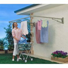 gostei foi da ideia do apoio para a cesta de roupas,um suporte de banheira infantil deve servir.... great idea for yard. space saver. side of tiny home or motor home can use for clothes or hanging planters.