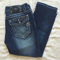 MISS ME CROP Size 25 classic MISS ME CROP jeans. These do NOT go to ankle, they are CAPRI style. VERY MUCH LIKE NEW! Hardly worn! AS IS/NO HOLDS OR TRADES Miss Me Jeans Ankle & Cropped