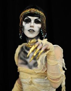 Mummy makeup for Cleopatra!  This looks so COOL!!!!!