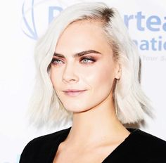 Cara Delevingne Side Part - Hairstyle for Thin Hair Thin Hair Haircuts, Cool Haircuts, Hairstyles Haircuts, Thin Hair Styles For Women, Short Hair Styles, Cara Delevingne Hair, Cara Delevigne Makeup, Side Part Hairstyles, Short Thin Hair