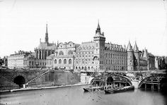 La Conciergerie à Paris en 1859 Pont Paris, Paris Cafe, Old Pictures, Old Photos, Vintage Photos, Tour Eiffel, Paris France, Saint Chapelle, Ile Saint Louis