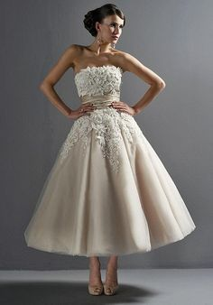 8465 Justin Alexander tea length wedding dress in blush For Sale in London