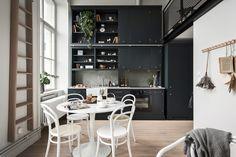 Un appartement en duplex dans une ancienne école - PLANETE DECO a homes world