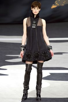 Chanel, Défilé Automne-Hiver 2013-2014 - Vogue.fr