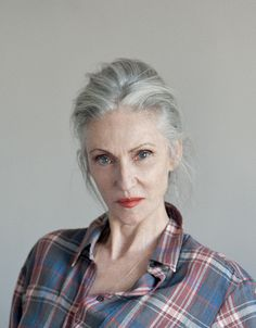 You guys, I just found my headcanon Mummy Holmes, and she is glorious . Yes, I know canon is against me on this one, but I've survived the last two weeks on a hearty diet of Fuck Canon and I'm not about to stop now. Additionally, I've always quite liked the popular Helen Mirren fan casting,…
