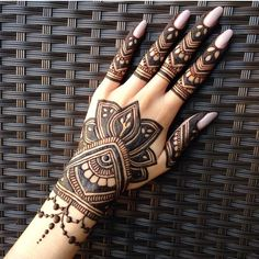 Girls paint their hands and legs with lovely and pretty new mehndi designs. These stunning mehndi designs are perfect for everybody. Indian Henna Designs, Finger Henna Designs, Mehndi Designs For Girls, Stylish Mehndi Designs, Dulhan Mehndi Designs, Mehndi Design Pictures, Wedding Mehndi Designs, Mehndi Designs For Fingers, Mehndi Art Designs