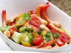 Salad with Shrimp and Cherry Tomatoes Shrimp Avocado, Shrimp Salad, Pasta Salad, Cherry Tomatoes, Fruit Salad, Potato Salad, Seafood, Veggies, Tasty