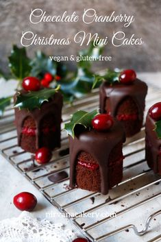 25 Days Of Gluten Free Christmas Desserts That You Will Truly Love Gluten Free Chocolate Cranberry Christmas Mini Cakes Vegan Christmas Desserts, Christmas Sweets, Christmas Cooking, Christmas Mood, Christmas Wedding, Mini Desserts, Merry Christmas, French Desserts, Christmas Chocolates