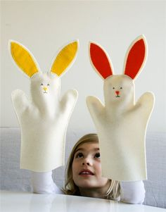 Mollys Sketchbook: Bunny Hand Puppets - Knitting Crochet Sewing Crafts Patterns and Ideas! - the purl bee Puppet Crafts, Felt Crafts, Puppet Toys, First Sewing Projects, Craft Projects, Sewing Ideas, Sewing For Kids, Diy For Kids, Purl Bee