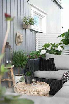 terrasse avec des meubles en rotin
