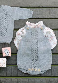 Ravelry: Romper med hullmønster pattern by Åsa Christiansen Knitted Baby Outfits, Knitted Baby Clothes, Knitted Romper, Knitting Patterns Boys, Knitting For Kids, Knitting Designs, Crochet Baby, Knit Crochet, Diy Vetement
