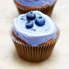 Receta de Cupcakes de Arándanos. Cómo preparar la receta básica de los Cupcakes de Arándanos de una forma fácil. Cobertura para Cupcakes de Arándanos.