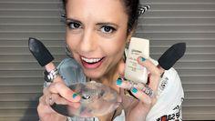 Esponjas de maquiagem que encaixam nos dedos.