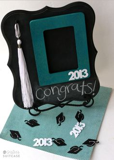 My Sisters Suitcase: DIY Graduation Gift : Chalkboard & Tassel Frame # DIY Gifts for sisters DIY Graduation Gift : Chalkboard & Tassel Frame - My Sister's Suitcase - Packed with Creativity Graduation Gifts For Sister, Graduation Tassel, High School Graduation Gifts, Grad Gifts, Graduation Ideas, Graduation Cards, Homemade Gifts, Diy Gifts, Unique Gifts