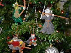 the most amazing set of Lord of the Rings ornaments: