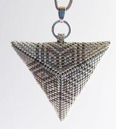 Parel sieraden - Peyote driehoek-hanger met ster-patroon. - Een uniek product van Ivanza op DaWanda