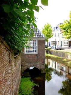 Get the best travel tips and advice from seasoned travellers Kingdom Of The Netherlands, Holland Netherlands, Monuments, Beautiful Buildings, Beautiful Places, Holiday Places, Amsterdam Travel, Bruges, Utrecht