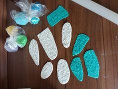 Eine schöne und doch einfache Torte zur Taufe mit einer verspielten Wimpelkette: Anleitung & Rezept.