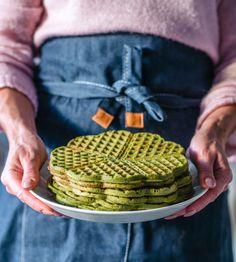 Arkiruokavinkki: Pinaattivohvelit (G) | Annin Uunissa Great Recipes, Favorite Recipes, Healthy Recipes, Healthy Food, Good Food, Yummy Food, Most Delicious Recipe, Halloumi, Edamame