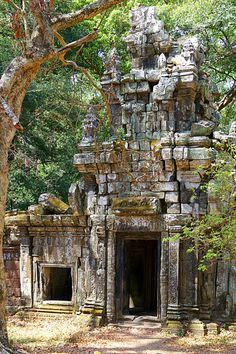 Photonary is an app that open your feelings just by enjoying carefully selected images of the world. Laos, Angkor Vat, History Of Buddhism, Ancient Greek Architecture, Gothic Architecture, India Palace, Angkor Wat Cambodia, Destinations, Chinese Landscape