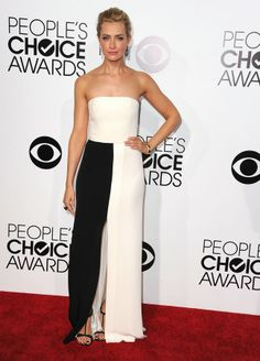 Beth Behrs opted for a strapless white and black Giulietta dress at People's Choice Awards 2014. #Style #Hollywood #Fashion #Beauty