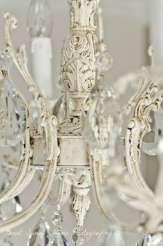 A small chandelier in the bedroom entry Antique Chandelier, Chandelier Lighting, Shabby Chic Cottage, Cottage Style, Home Decor Furniture, Shabby Chic Furniture, Lustre Shabby Chic, Shabby Chic Lighting, Chandelier Makeover
