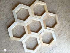 How to make DIY Hexagon Planters, free plans and picture tutorial. Scrap Wood Crafts, Scrap Wood Projects, Woodworking Projects Diy, Fall Craft Fairs, Wood Pallet Planters, Hexagon Shape, How To Make Diy, Wooden Diy, Porch Decorating