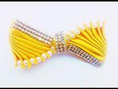 Como fazer um lindo laços de fita de cetim e organza passo a passo, simples e fácil. Ribbon Art, Ribbon Crafts, Ribbon Bows, Kanzashi Tutorial, Hair Bow Tutorial, Diy Hair Bows, Diy Bow, Cloth Flowers, Fabric Flowers