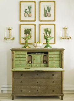 gorgeous color combo - and the desk isn't too shabby. Country Interior, Room Interior, Interior Design, Interior Garden, Interior Decorating, Furniture Inspiration, Interior Inspiration, Green Desk, Green Dresser