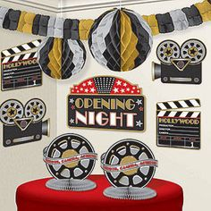 This fabulous Hollywood Decorating Kit features movie cameras, clapboards, movie reels and hanging decorations to complete your movie themed event.