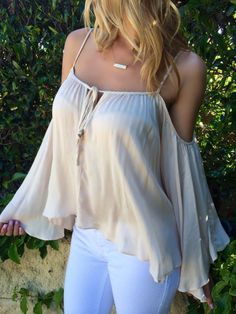 Light pants and flutter sleeve off shoulder top Look Fashion, Fashion Outfits, Womens Fashion, Summer Outfits, Cute Outfits, Moda Chic, Off Shoulder Tops, Cold Shoulder, Kimono