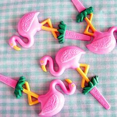 flamingos..I wonder if these are still available? I had some all pink kinda shiny ones a couple of years ago I used in strawberry cupcakes for a Breast cancer bake sale at my sone former work at Walgreens. These are cute too