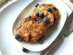 Aktuell gibt es beim Gemüsemann meines Vertrauens wieder super saftige frische Blaubeeren. Die sind heute morgen direkt mal in Form von Pfannkuchen auf meinem Teller gelandet.