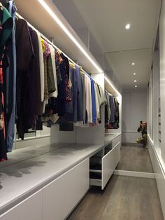 Shows what a mirror can do Wardrobe Design Bedroom, Master Bedroom Closet, Bedroom Wardrobe, Wardrobe Closet, Built In Wardrobe, Walk In Closet Design, Closet Designs, Dressing Room Design, Diy Home Decor Easy