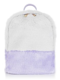ALL OF THE FLUFF. Faux fur backpack with a grey body and lilac accents with gold color zippers. Small zipped compartment inside. Rock it with our Cloudy Tee. - 100% Faux Fur - W: 28cm - H: 33cm - D: 1