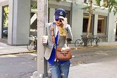 Love this outfit, especially the boyfriend jeans and the ampersand hat