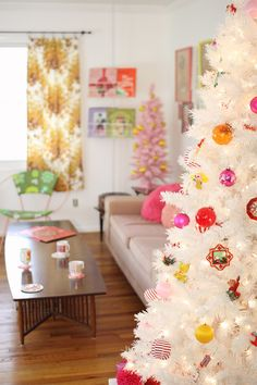 Kitsch Christmas decoration | retro baubles on the Christmas tree | Mollie Makes