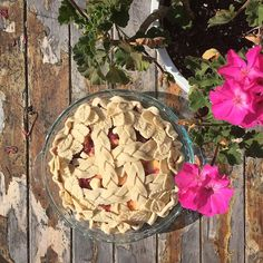 I couldn't resist making a special thank you pie to my friends Matt & Courtney for hosting a beautiful Labor Day weekend in Vermont. Peach & Raspberry pie with a braided lattice and leaf wreath. #thejudylab #jmkpies