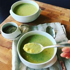 Sopa de calabaza con elote y epazote! Oftewel courgette-mais soep in Mexicaanse stijl met het echt Mexicaanse kruid epazote en de best hete poblano peper. Dit is een post van @echtegerechten.nl op Instagram. Leuk als we je daar ook zien!