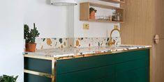 ¡Seleccionamos las más bonitas!#CocinasActuales #CocinasModernas #Reformas El terrazo ha vuelto y lo aceptamos con mucho gusto. Es un material resistente, económico, ¡y queda precioso en paredes y suelos! Solo tienes que elegir la combinación de tonos que mejor encaje en tu cocina, ¡y a decorar! Cheap Flooring Options, House Painting Cost, Micro Apartment, House Paint Interior, Artwork For Home, Terrazzo Flooring, Home Trends, Interior Design Tips, Countertops