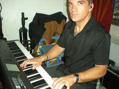 """Juin 2012: Philippe joue de ses doigts <3  Au Restaurant """"La Cerisaie"""" A Céret Duo Amadeus <3"""