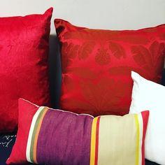 Mais almofadas acabaram de chegar e estão colorindo nossa loja venha colorir sua casa! @lescoussins @casabonita