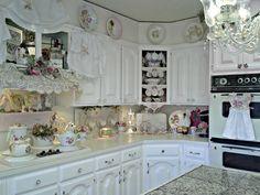Penny's Vintage Home: Farmhouse Kitchen Curtains Shabby Chic Kitchen Cabinets, Farmhouse Kitchen Curtains, Kitchen Dinning Room, Kitchen Decor, Dining Rooms, Shabby Chic Interiors, Shabby Chic Homes, Cozinha Shabby Chic, Romantic Kitchen